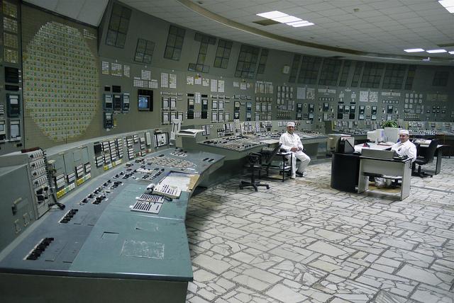 S1e13_chernobylcontrol